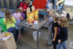 September 2011: Die geernteten Äpfel werden sofort zu Saft verarbeitet.